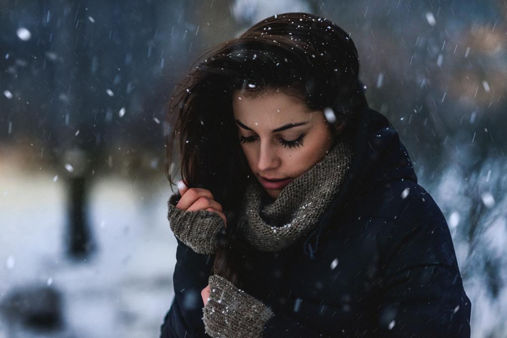 DSC_8558_snieg_faktura_dlonie