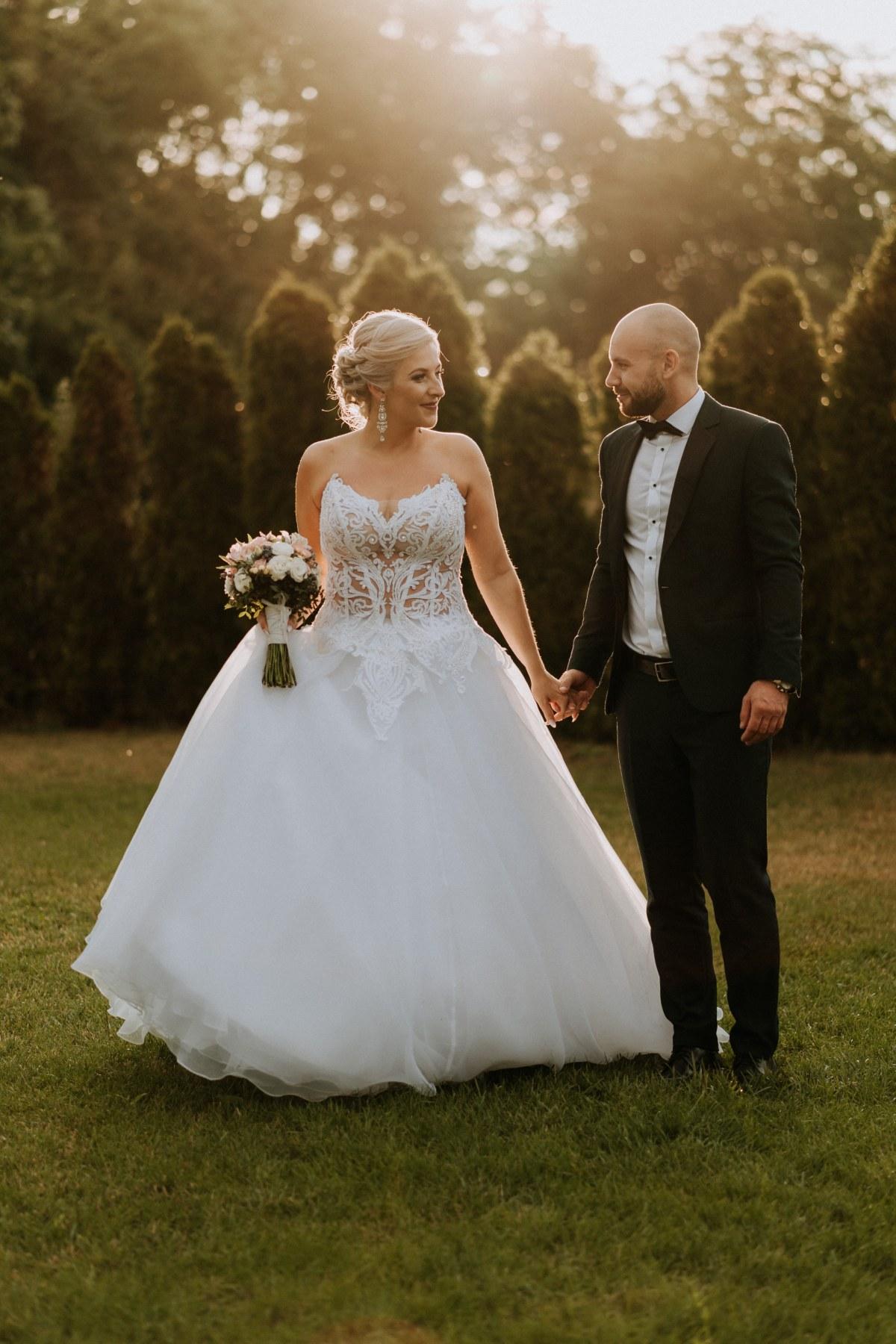Na tyłach sali weselnej